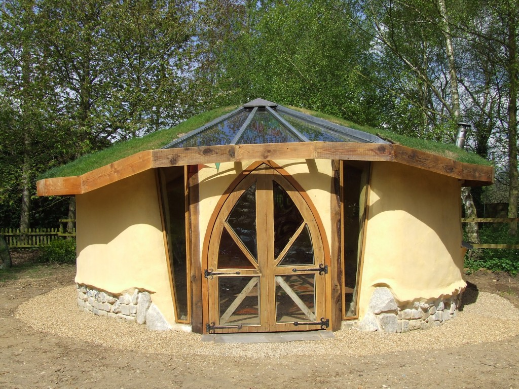 Cob and strawbale studio designed and built by kate for Garden design studio