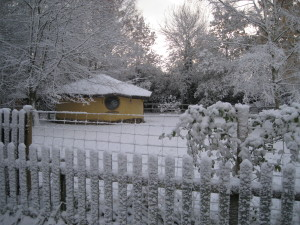 cob house in the snow, built by Kate Edwards of cobcourses.com